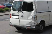 Lehké zranění šestapadesátiletého řidiče a škoda sedmdesát tisíc korun. Tak dopadla ve čtvrtek před půl třetí odpoledne dopravní nehoda nákladního auta s dodávkou. Ke střetu došlo v ulici Svitavská poblíž křižovatky s ulicí Tovární.