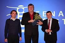 Boskovický radní Vladimír Farský (na snímku uprostřed) dostal ocenění. Za práci s dětmi.