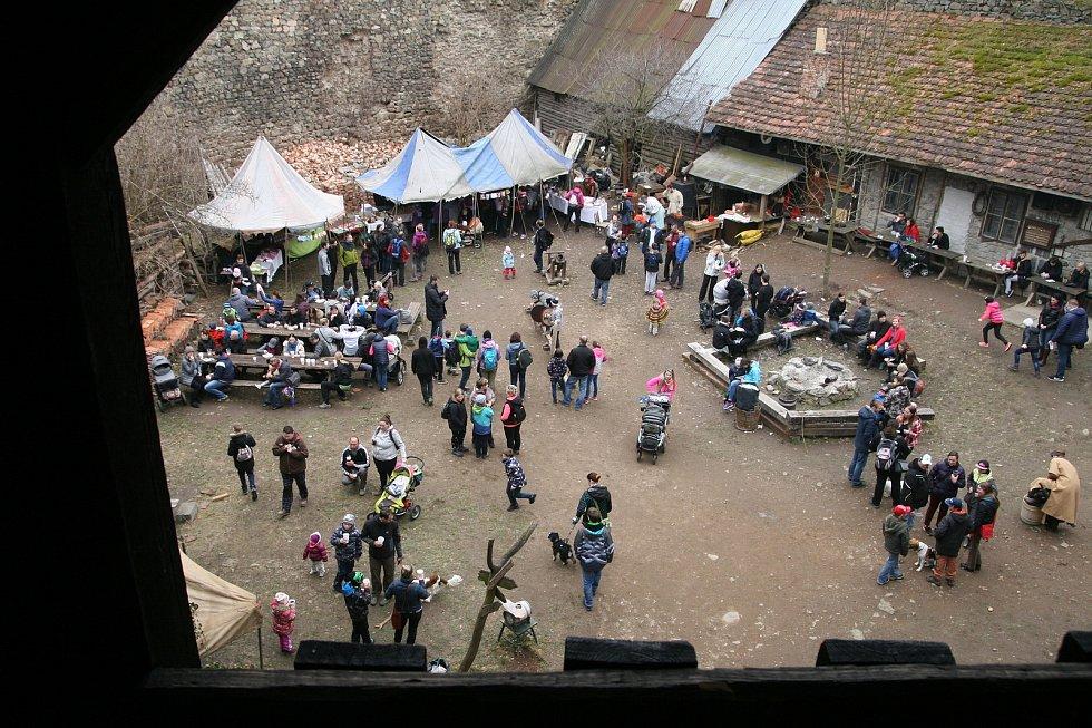 Nový hrad ovládl tradiční velikonoční jarmark.
