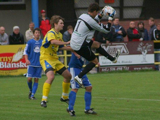 Fotbalisté Blanska remizovali s Boskovicemi 0:0. Kapitán domácích Libor Němec neproměnil v prvním poločase penaltu.