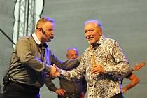 Karel Gott při koncertu v letním kině v Boskovicích.