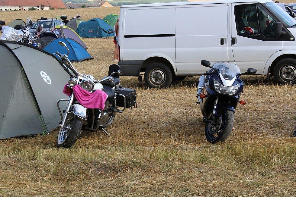 Motocykly návštěvníků.