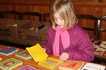 Už dvacátý knižní jarmark se konal v sále jedovnického kulturního domu. Pořadatelé ho tentokrát spojili s Veletrhem produktů z Moravského krasu.