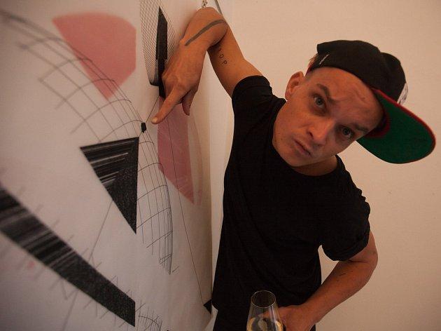 Boskovický rodák Tomáš Vavříček vytvořil český rekord v počtu vystavených obrazů od jednoho umělce. Se svými díly slavil úspěch i ve světě.
