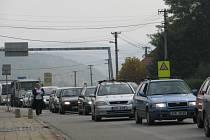 Obyvatelé Lipůvky na Blanensku si dlouhodobě stěžují na silný provoz v obci. Stále čekají na začátek výstavby rychlostní silnice R43, nově zvané D43, která by vytíženému tahu mezi Brnem a Svitavami ulevila.