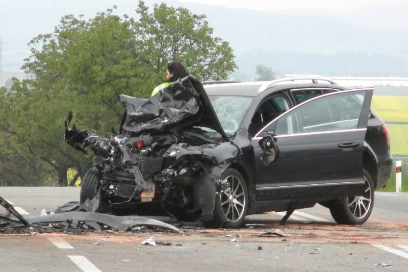 Vážná dopravní nehoda s šesti zraněnými zablokovala v sobotu před tři čtvrtě na jednu odpoledne silniční tah Brno-Svitavy u Krhova na Blanensku.