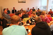 O ustavující zastupitelstvo v Suchém byl mezi obyvateli obce velký zájem.