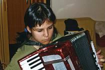 Nadějná akordeonistka Diana Musilová z Petrovic.