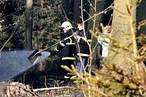 Požár lesa v Černovicích.