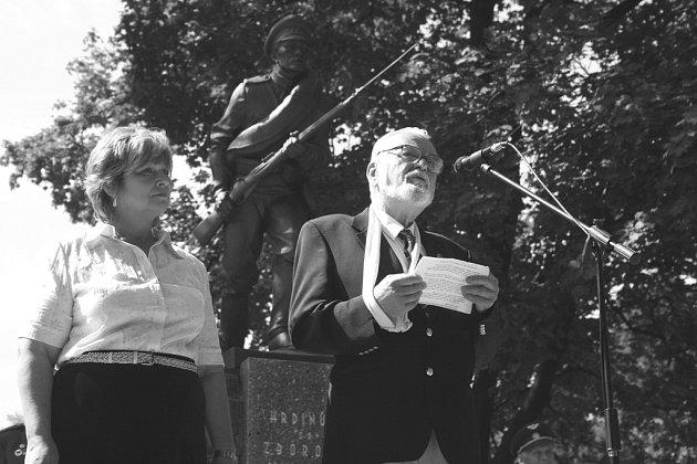 Socha legionáře na pomníku v Blansku.