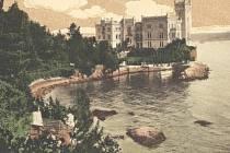 Zámek Miramare je postaven v takzvaném windsorském stylu a dal jej v Terstském zálivu v letech 1856 až 1860 vystavět arcivévoda rakouský a později císař mexický Maxmilián.