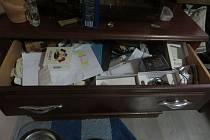 Muž okradl vlastní rodinu. Šperky a notebook dal do zastavárny.