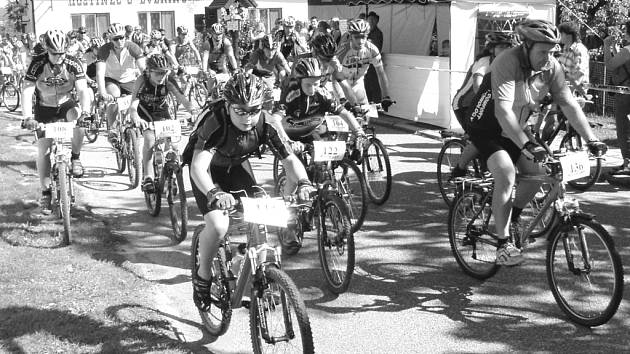 Ne všichni jezdci si věří, že ujedou celých padesát kilometrů. Pro ně je připraven samostatný závod na poloviční trati.