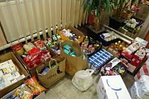Ve Křtinách nasbírali přes metrák potravin. Darovali je lidem v nouzi.