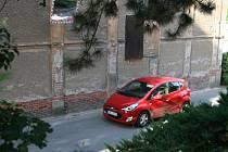 Dělníci rozšíří silnici pod adamovských kostelem svaté Barbory. Podle místních řidičů zmizí jedno z nejrizikovějších míst.