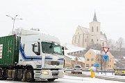 Sněžení v kraji komplikuje dopravu. Na snímku Blanensko.