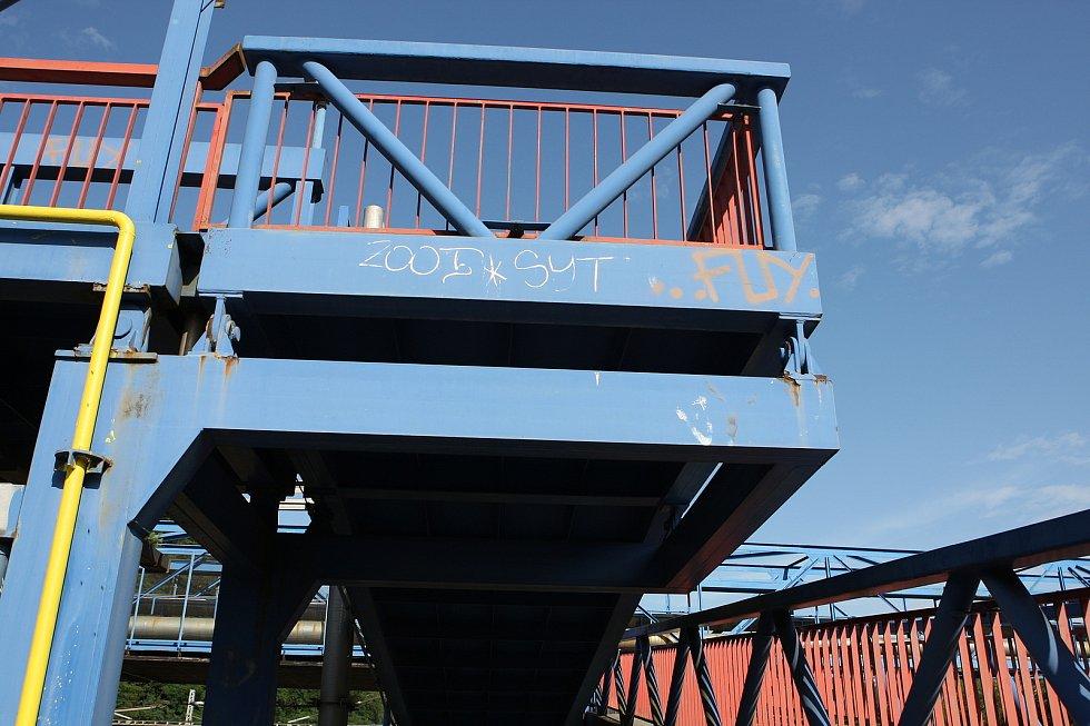 Bezbariérová ostrovní nástupiště s novým kolejištěm. Lávka nad tratí se schodištěm a výtahy. Moderní výpravní budova, parkoviště pro třicet aut a protihlukové stěny. To vše za 834 milionů korun. Na podzim začne rozsáhlá rekonstrukce vlakového nádraží v Ad