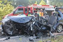 Nehoda se stala asi půl kilometru před kruhovým objezdem v Černé Hoře ze směru od Brna. Řidič osobního auta Mazda Premacy, který jel od Brna, čelně narazil do linkového autobusu.
