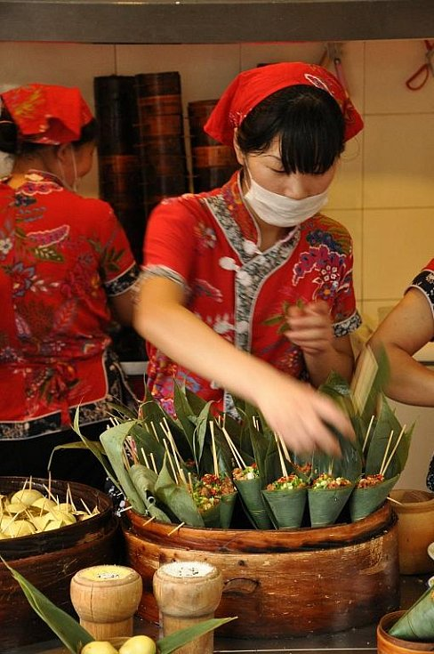 palmové listy plněné rýží