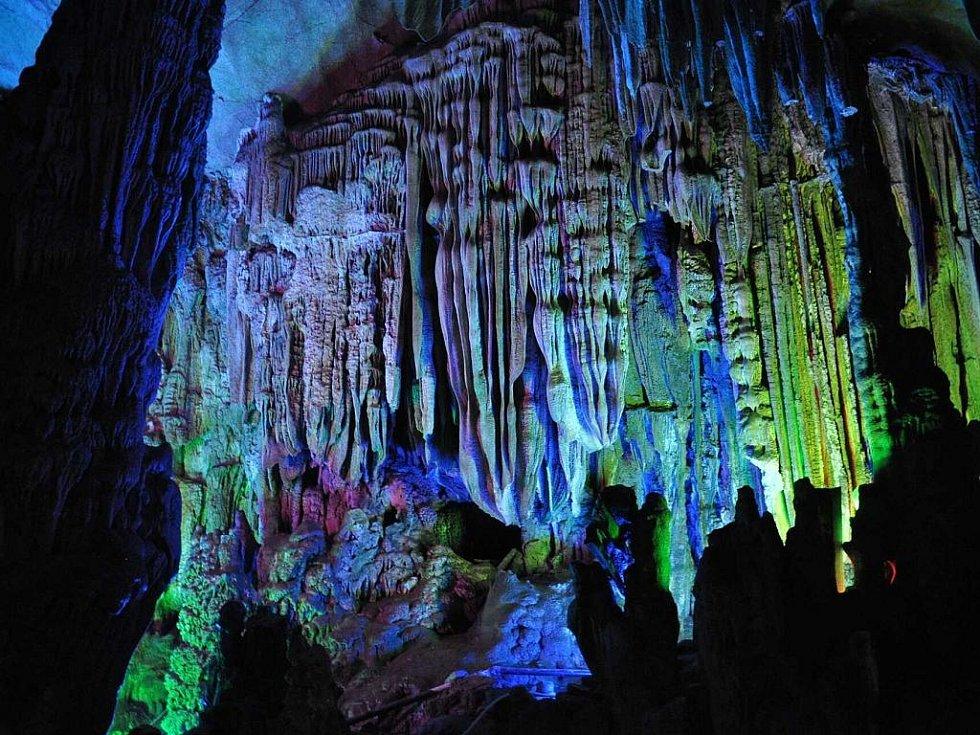 v jeskyni