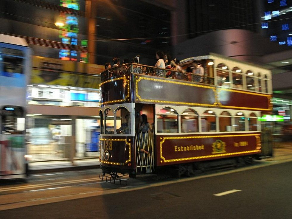 dopravu po Hong Kongu zajišťuje několik linek dvoupatrových tramvají