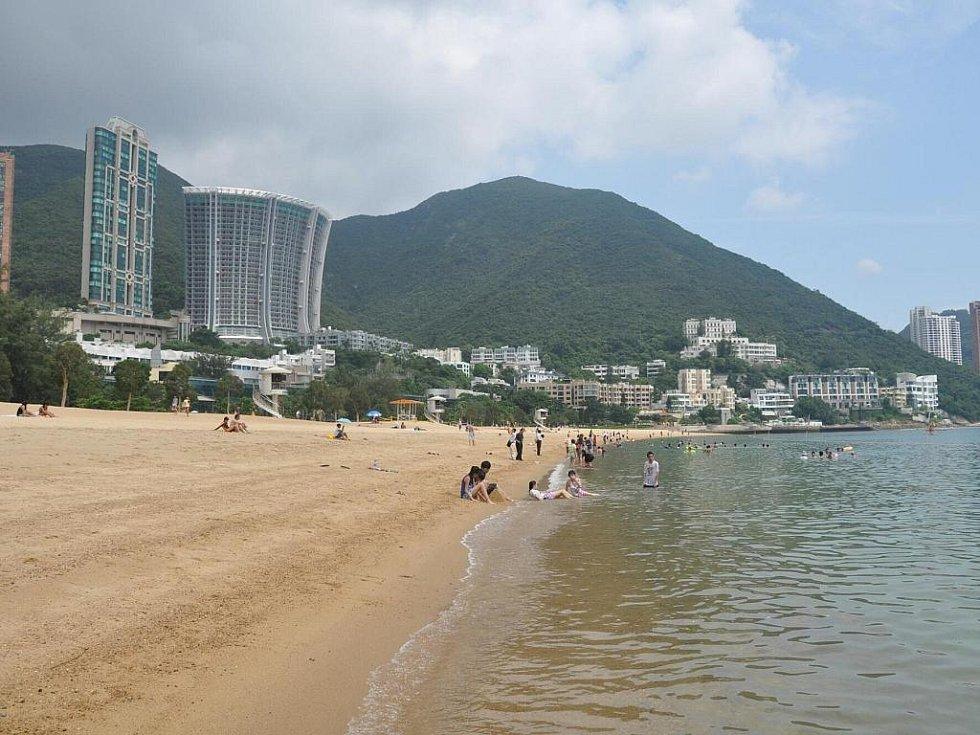 kousek za městem se nachází překrásné písčité pláže