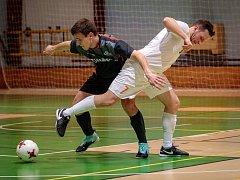 V posledním kole divize futsalisté PRO-STATICu Blansko (v bílém) porazili Brikety-Pelety Vyškov 12:3 a potvrdili tak celkové vítězství.