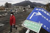 Škody po zemětřesení a tsunami budou Japonci likvidovat několik let.