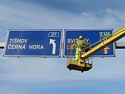 V pondělí odpoledne silničáři zcela uzavřeli most u Černé Hory. Do konce roku povede doprava přes městys.