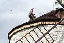 Po opravách střechy už do rudického větrného mlýna nepoteče.