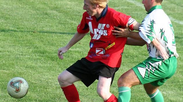 Derby Rájec–Jestřebí versus Blansko mělo říz. Diváci viděli tři branky, několik žlutých karet a svižný fotbal.
