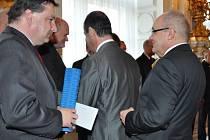 Starosta Boskovic Jaroslav Dohnálek dostal cenu z rukou ministryně kultury Aleny Hanákové.