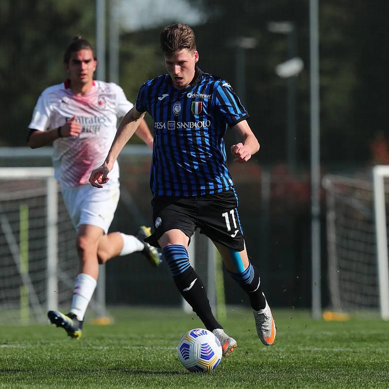 Fotbalista Lukáš Vorlický při zápase Atalanty Bergamo v mládežnické soutěži Primavera.