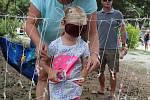 Lovení rybek a bonbonů, opičí dráha. Děti se rozloučily s létem na Statku Samsara.