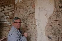 Nečekaný objev překvapil v sobotu členy křtinských spolků, kteří uklízeli sklad ve Chrámu Jména Panny Marie.
