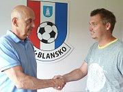 Předseda klubu Jiří Crha vítá Martina Mašu.