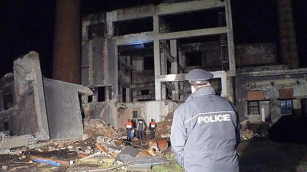 Při zřícení násypky uhlí v areálu bývalé továrny Vlněna ve Svitávce zemřel jeden člověk.