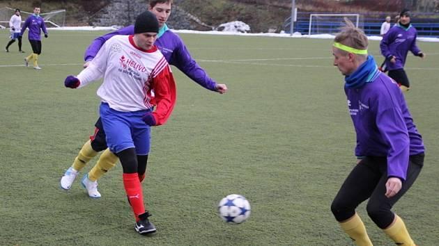 Na Boskovickém zimním fotbalovém turnaji na umělé trávě se utkaly domácí Boskovice s Kuřimí.