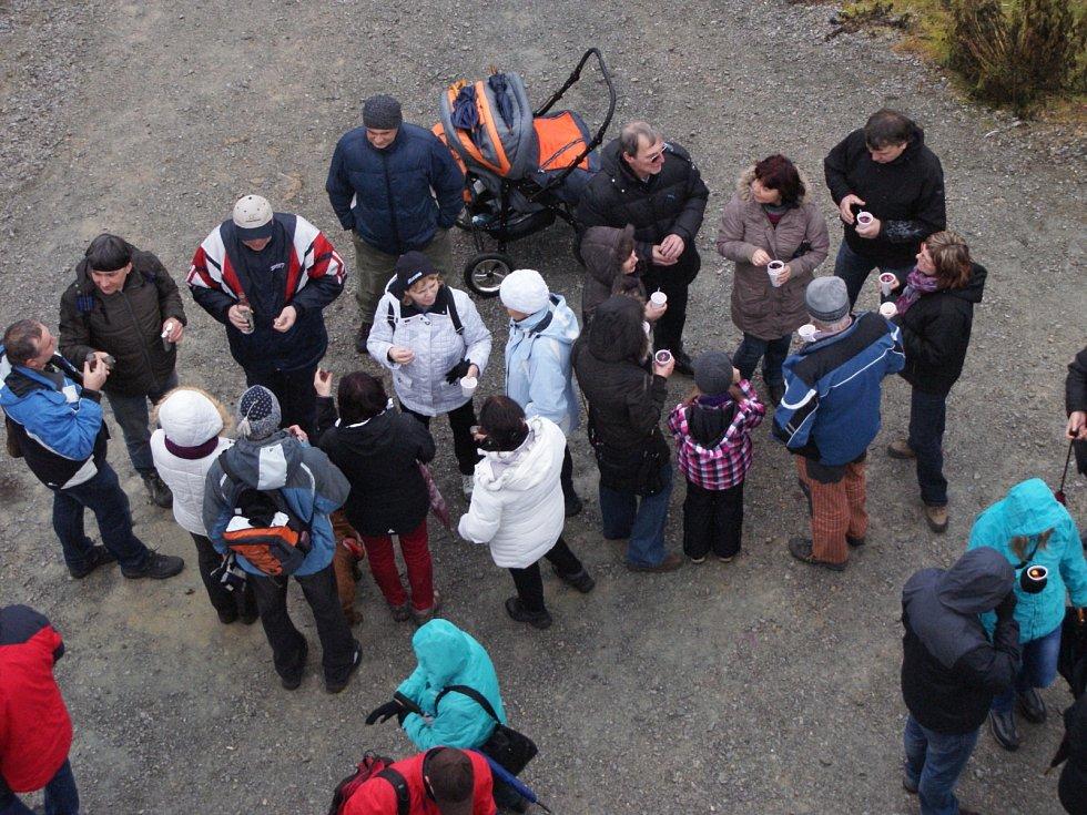 O Silvestru se u veselické rozhledny sešlo několik stovek lidí.