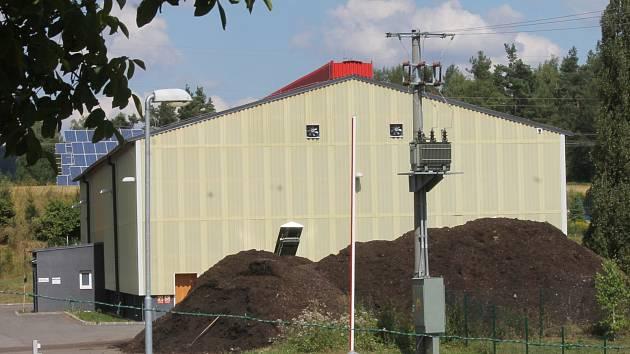 Kompostárna v Blansku funguje tři roky. Může ročně zpracovat až dva tisíce dvě stě tun zeleného odpadu. Loni zpracovala zhruba polovinu tohoto objemu. Letos je odhad až dva tisíce tun.