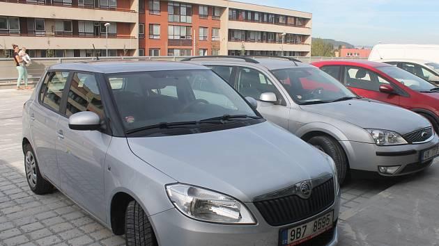 Nové parkoviště u blanenské nemocnice nabízí 138 stání pro auta.