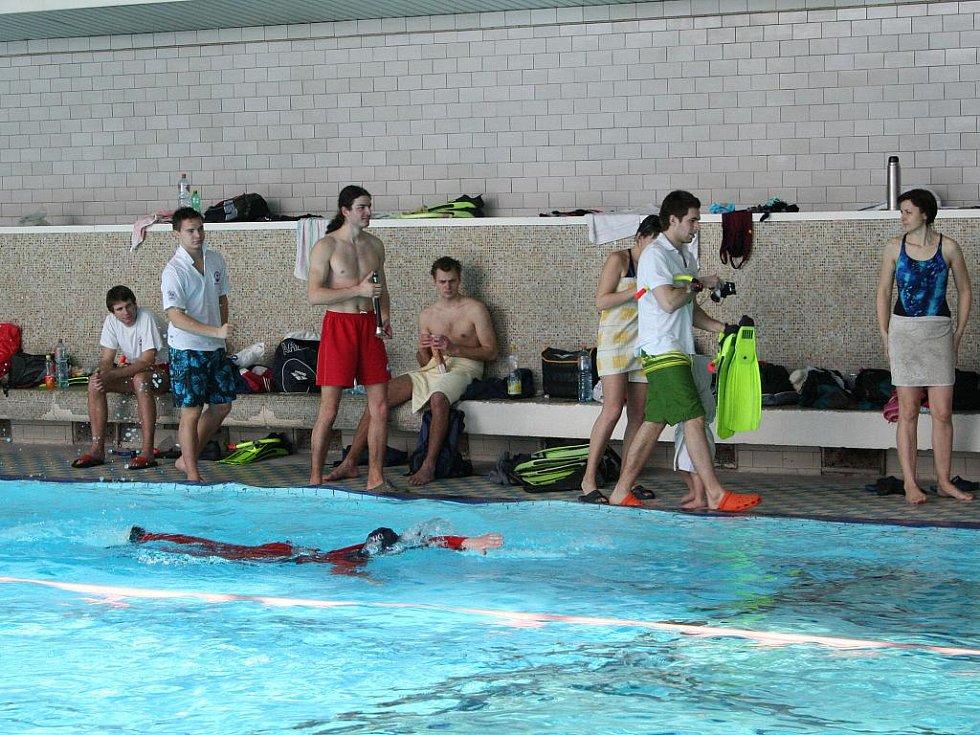 Už počtrnácté se vodní záchranáři z celé republiky utkali v Blansku na Blanenské dvěstěpadesátce. Od rána až do odpoledních hodin soutěžili v bazénu ženy i muži hned v pěti záchranářských disciplínách.