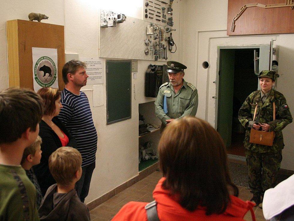 Divadelníci z ochotnického sdružení Křový v jeskyni Výpustek připravili pro turisty překvapení. Stejně jako loni si zahráli při oživených prohlídkách historické postavy, které nějak s jeskyní poblíž Křtin souvisejí.
