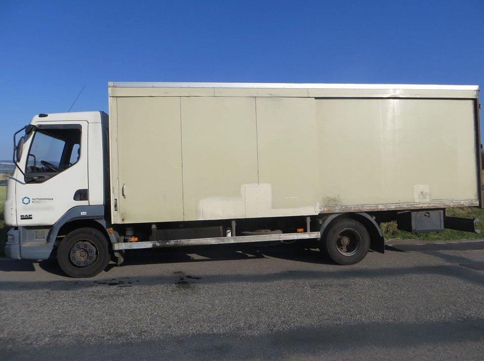 Z nákladního auta v Kuničkách odčerpal zloděj naftu.