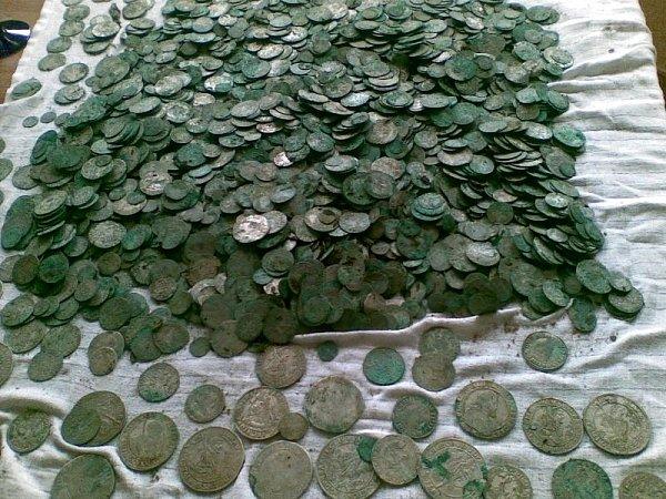 Sběratelská cena mincí z15. až 17.století se odhaduje na asi 1,1milionu korun, historická hodnota je mnohem vyšší.