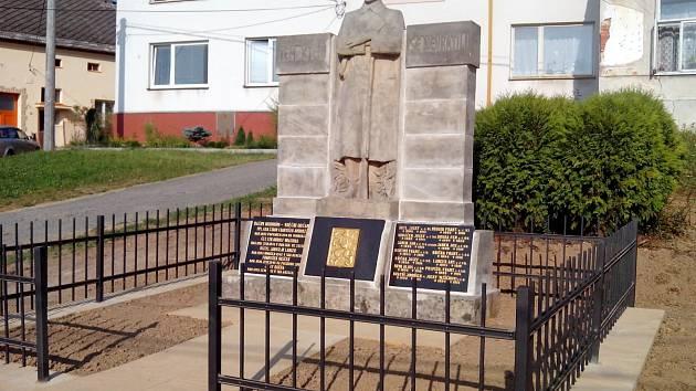 Památník obětem světových válek v Uhřicích.