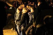 V punkevní jeskyni usedl v sobotu za klávesy hudebník, zpěvák a skladatel Roman Dragoun.
