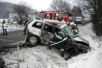 Ve středu krátce po třetí hodině odpoledne se v Milonicích čelně srazila dvě osobní auta. Při nehodě se zranili tři lidé.