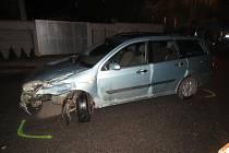 Opilý mladík naboural dvě auta.