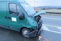 Při nehodě na Blanensku se lehce zranil řidič náklaďáku.